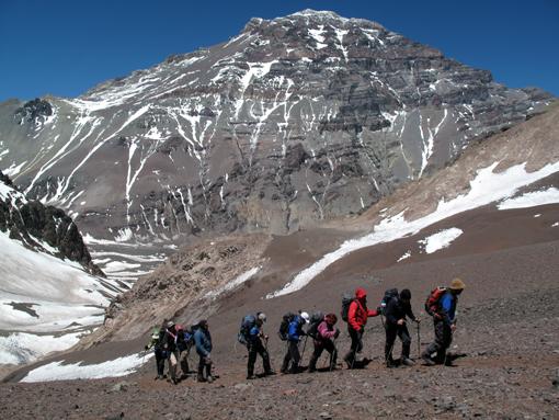 Aklimatizacijski vzpon na Cerro Bonete (5004 m), zadaj Akonkagua