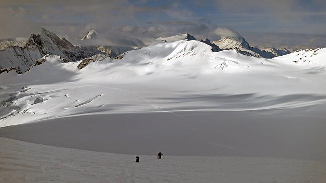 Prostranstva Bernskih Alp. Proti vrhu Abeniflue (3962 m)