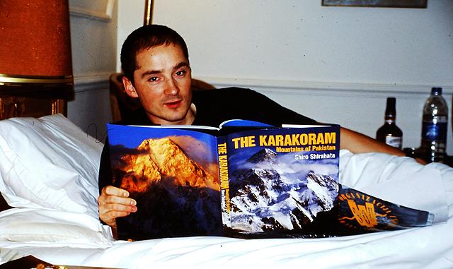 Ob vsaki priliki je domov prinesel novo knjigo,  Pakistan 2001