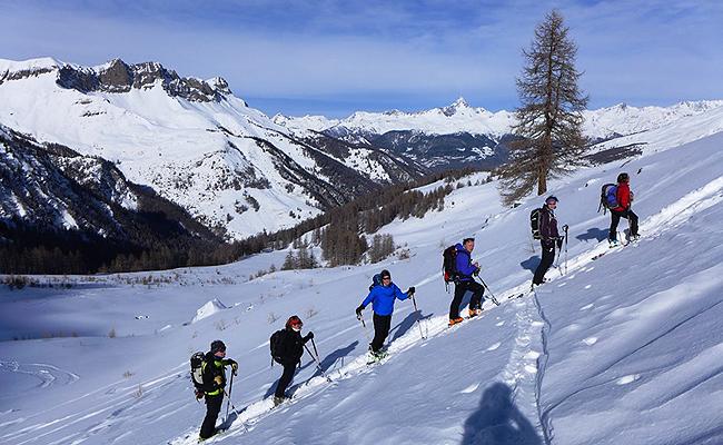Vzpon na Pic Cascavalie, zadaj slikoviti Pic Rocherbrune