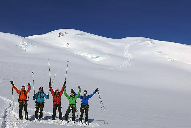 Kdo ne bi bil dobre volje? Prvi  po sneženju in edini ta dan preko južne vesine Ebni Flue (3962 m)