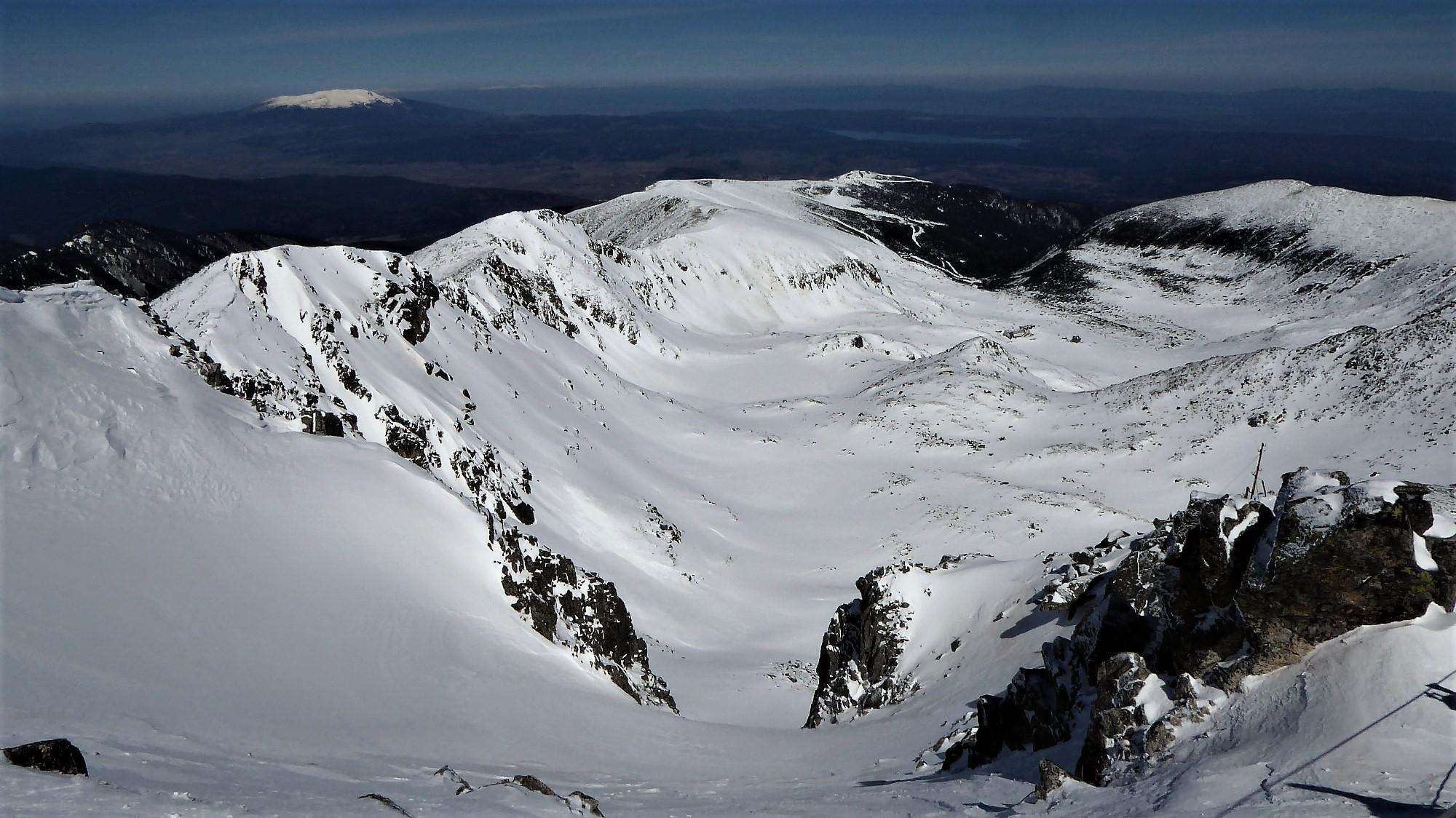 Pogled z vrha Balkana proti severu.. Musala je odlična smučarska gora.