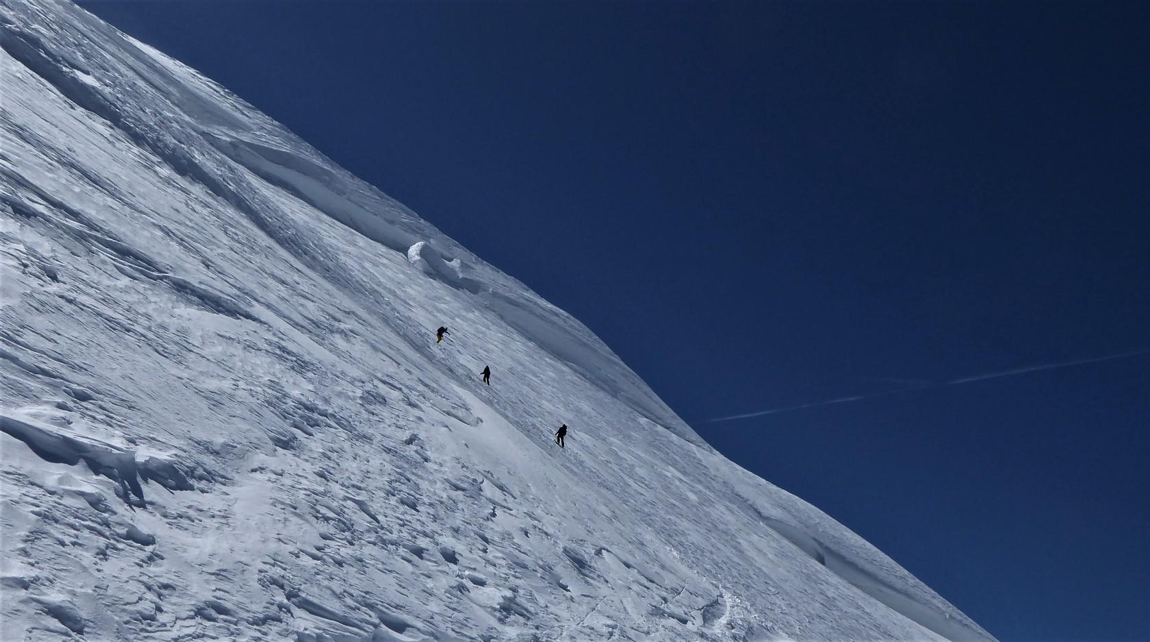 Smučanje v severnih vesinah vršne kupole Mont Blanca.